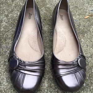 Women's Bass Pewter Faux Leather Flats Shoes 9M
